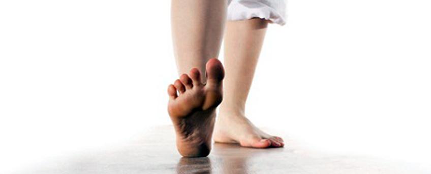 足の裏、指先が痺れて痛むのですが